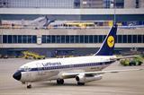 Lufthansa_Boeing_737-230.jpg