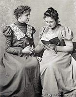 Helen Keller was doofblind. Een onderwijzeres hielp haar het leven ontdekken.